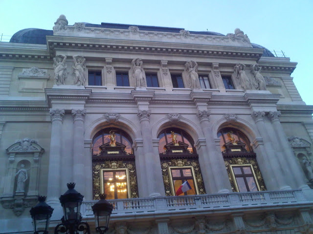 Façade de l'Opera comique (Place Favart)