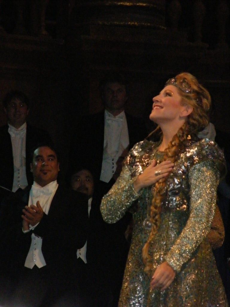 Joyce DiDonato bowing in Opera Garnier