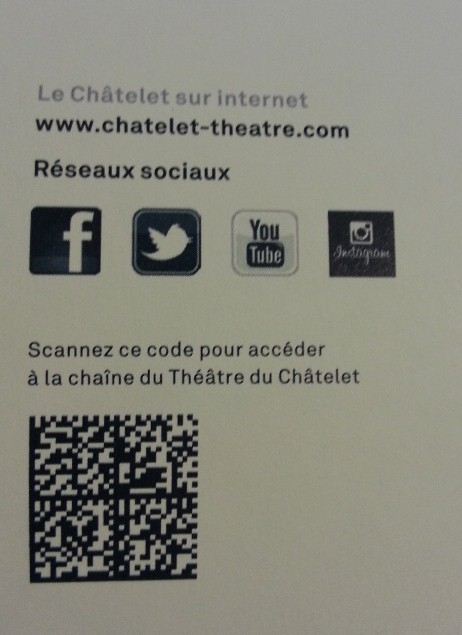 The Théâtre du Châtelet promote its social network presence in its paper brochure