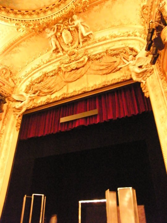 Subtiles system used in Opera Comique proscenium