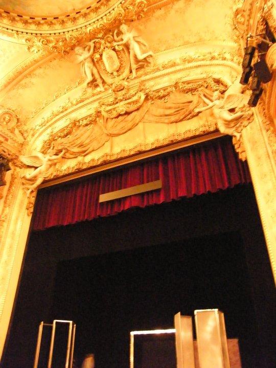 Subtiles system used in Opera Comique proscenium